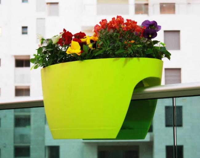 310660-xl_trough_designer_railing_planter_1__95046_zoom-650-1465125098