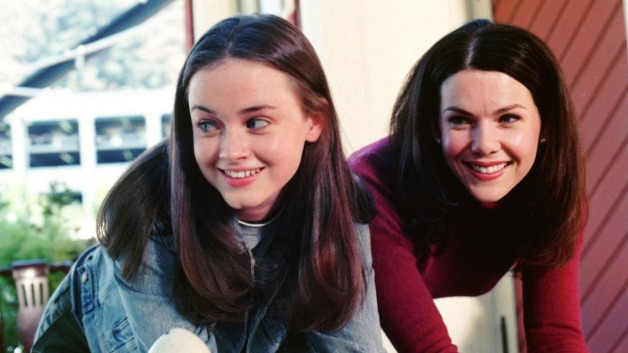 gilmore_girls_lauren_graham_alexis_bledel_still