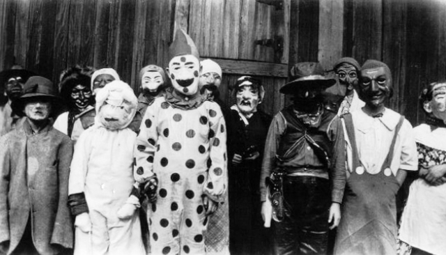 creepy-halloween-costumes-1930s-40s-9